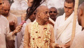 Srila Prabhupada with disciples on morning walk-4