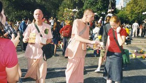 Madhusudana and Madhudvisa distribute books at Union Square Park 2 weeks after 911