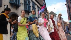 ISKCON Hare Krishna Women Chanting