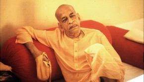 Srila Prabhuapda chanting japa on a seat