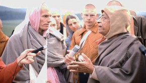 Srila Prabhupada and Hansadutta on morning walk