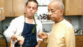 Prabhupada observing devotee cook in kitchen