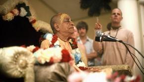 Srila Prabhupada speaks from Vyassasana