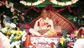 Srila Prabhupada on Vyassasana with a lot of flowers