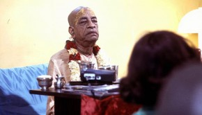 Prabhupada speaks with reporter