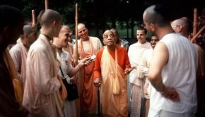 Srila Prabhupada Tells a Story on A Morning Walk