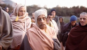 Srila Prabhupada and disciples including Madhudvisa on morning walk