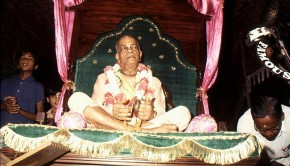 Srila Prabhupada playing kartals-5