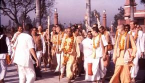 Srila Prabhupada walks with disciples