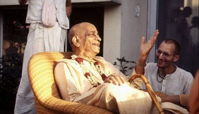 Srila Prabhuapda explaines Krishna Consciousness to his Disciples