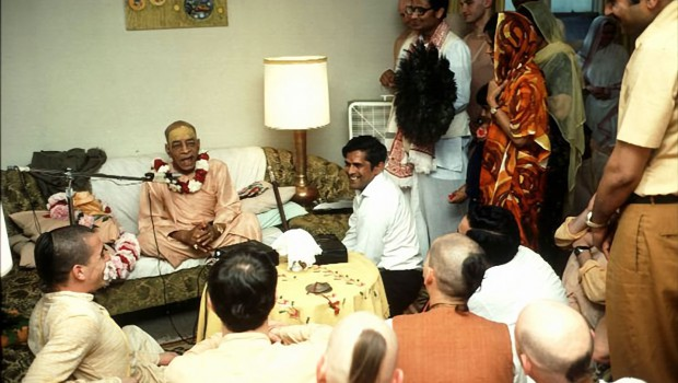 Srila Prabhupada preaching to guests in a small room