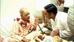 Srila Prabhupada preaches to Indian Man