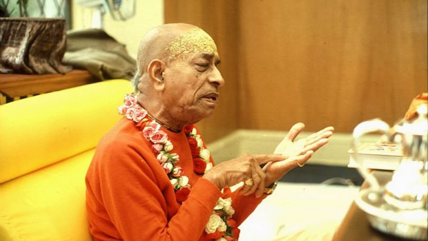 Srila Prabhupada explains philosophy to disciples in his room