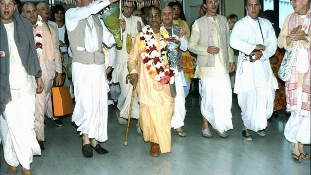 Srila Prabhupada and disciples at San Francisco Airport