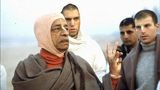 Srila Prabhupada explains point to Bhagavan on Morning Walk on Juhu Beach Bombay