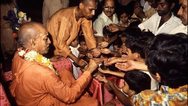 Srila Prabhupada distributes maha-prasadam from plate