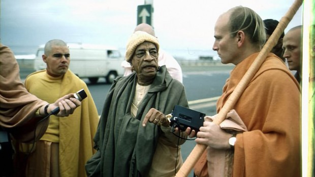 Srila Prabhupada Speaks with disciples on morning walk