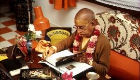 Srila Prabhupada Reading Srimad Bhagavatam