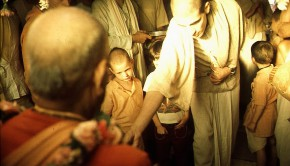 Devotees and Gurukul Boys offer flowers to Srila Prabhupada at New Vrindavan