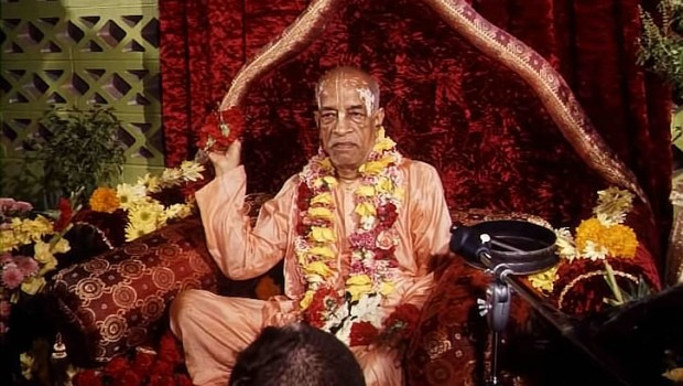 Srila Prabhupada on Red Vyassasana Throwing Flowers to Devotees