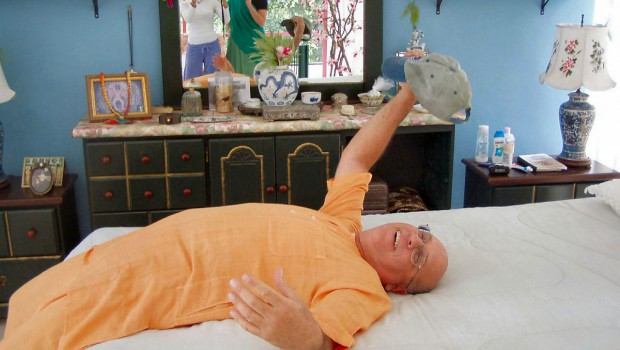 Bogus ISKCON Guru hridayananda on bed