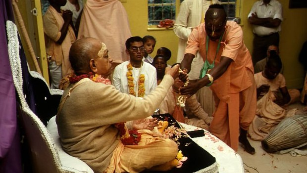 Srila Prabhupada gives initition beads to African Disciple
