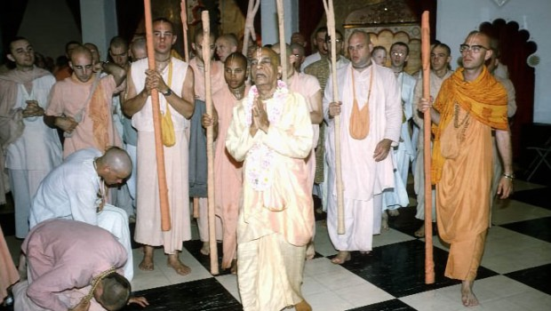 Prabhupada with Tamal Krishna Brahmanananda and Visnujana Swamis