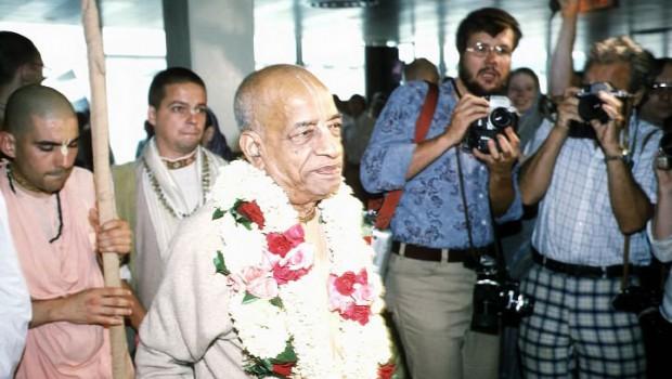 Srila Prabhupada arriving in an airport