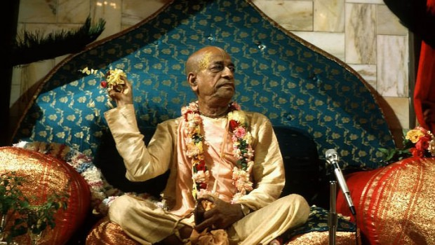 Srila Prabhupada throwing flowers from Vyassasana