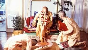 Devotee offers obeisances to Srila Prabhuapda