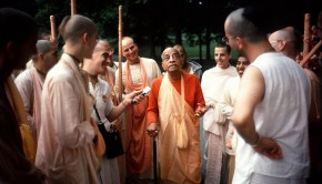 Srila Prabhupada Tells a Story on A Morning Walk