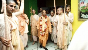 Srila Prabhupada arrives in temple after morning walk