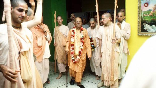 Srila Prabhupada arrives in temple after morning walk