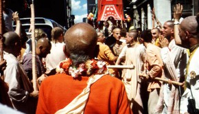 Srila Prabhupada looks at Lord Jagannatha in His Cart as He Approaches in Ratha Yatra Festival