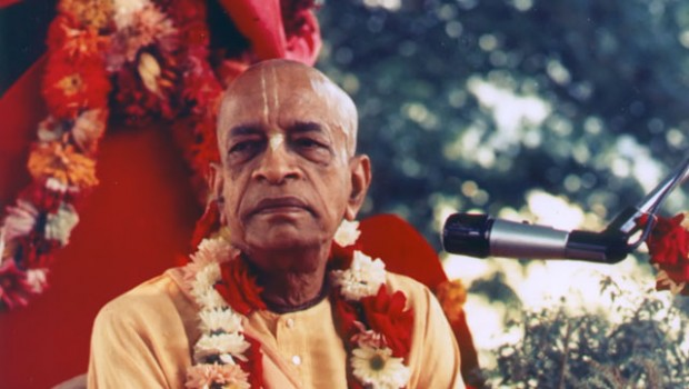 SP-024 Prabhupada Sitting in Garden4_fixed